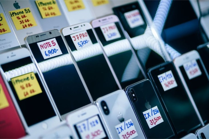Different-Smartphones-for-Sale-in-MBK-Mall-Bangkok