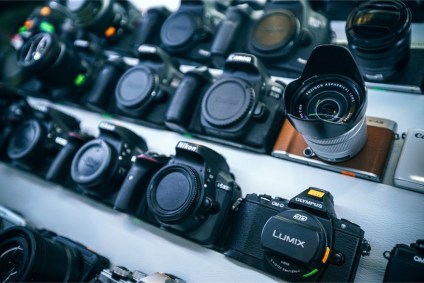 Professional-Cameras-for-Sale-in-an-Electronics-Shop