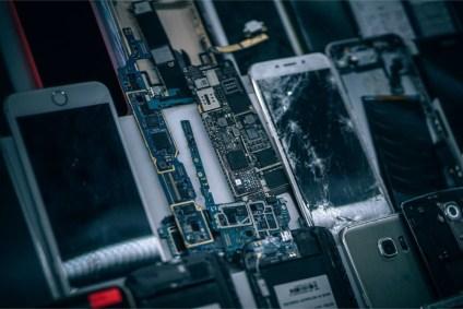 Smartphone-Motherboards-in-the-middle-of-Broken-Smartphones