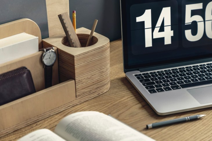 How to Choose Wooden Docking Stations (1)