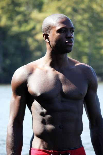 sinqua_walls_shirtless