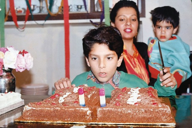Yuvraj Singh information in his childhood picture