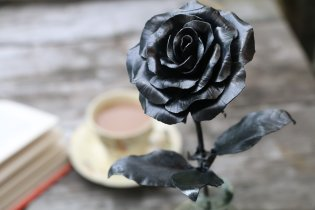 Natural steel coloured recycled metal rose handmade by Bob Iles of Fandangle crafts