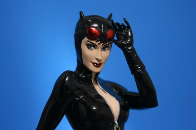 Cover Girls of DC Catwoman Statue 005