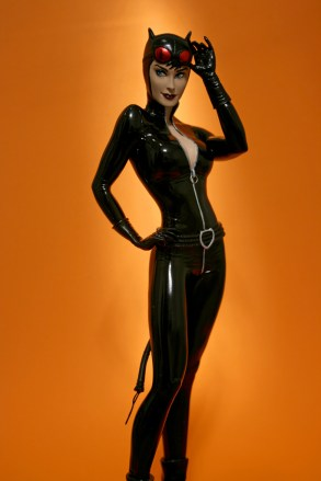 Cover Girls of DC Catwoman Statue 006