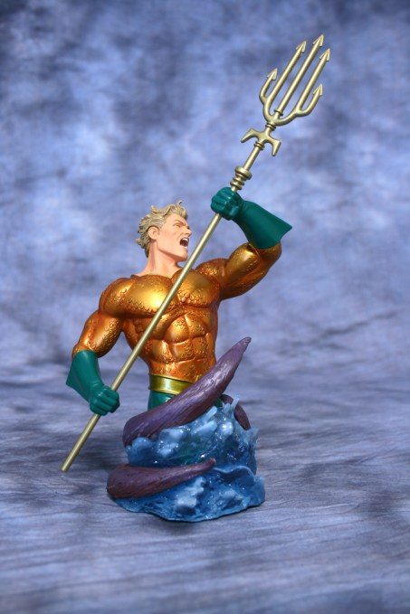 Heroes of DC Aquaman Bust 001