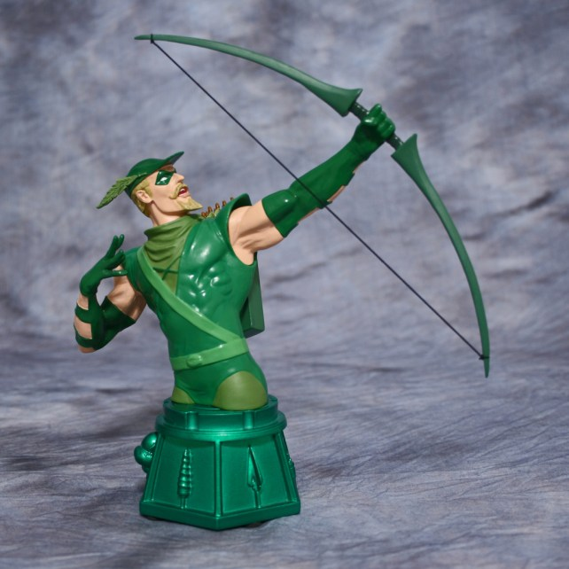 Heroes of DC Green Arrow Bust 001