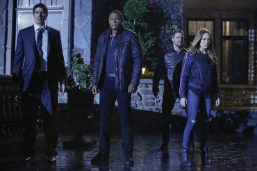 "Arrow -- ""Invasion!"" -- Image AR508a_0215b.jpg -- Pictured (L-R): Brandon Routh as Ray Palmer, David Ramsey as John Diggle, Stephen Amell as Oliver Queen, and Caity Lotz as Sara Lance -- Photo: Bettina Strauss/The CW -- © 2016 The CW Network, LLC. All Rights Reserved."