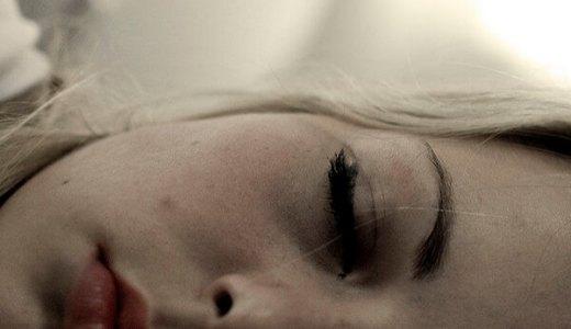 失恋で辛くて眠れないときの夜の過ごし方とは?