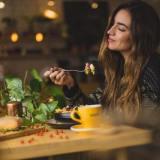 食べ方が綺麗な人の特徴・性格|綺麗に食べるコツとは