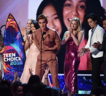TEEN CHOICE 2018: (L-R) KJ Apa, Lili Reinhart, Cole Sprouse and Camila Mendes onstage at TEEN CHOICE 2018 airing Sunday, August 12 (8:00-10:00 PM ET live/PT tape-delayed) on FOX at The Forum in Los Angeles, CA. © 2018 Fox Broadcasting Co.