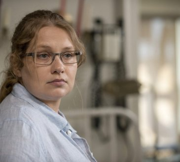 Merritt Wever as Dr. Denise Cloyd - The Walking Dead _ Season 6, Episode 2 - Photo Credit: Gene Page/AMC
