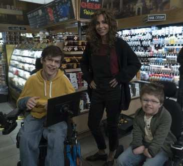 "SPEECHLESS - ""R-O-- ROLL M-O-- MODEL"" - The ABC Television Network. (ABC/Richard Cartwright) MICAH FOWLER, MINNIE DRIVER, CALE FERRIN"