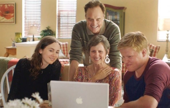 Maude Apatow, Bradley Whitford, Jesse Plemmons, and Molly Shannon on a laptop computer in Other People