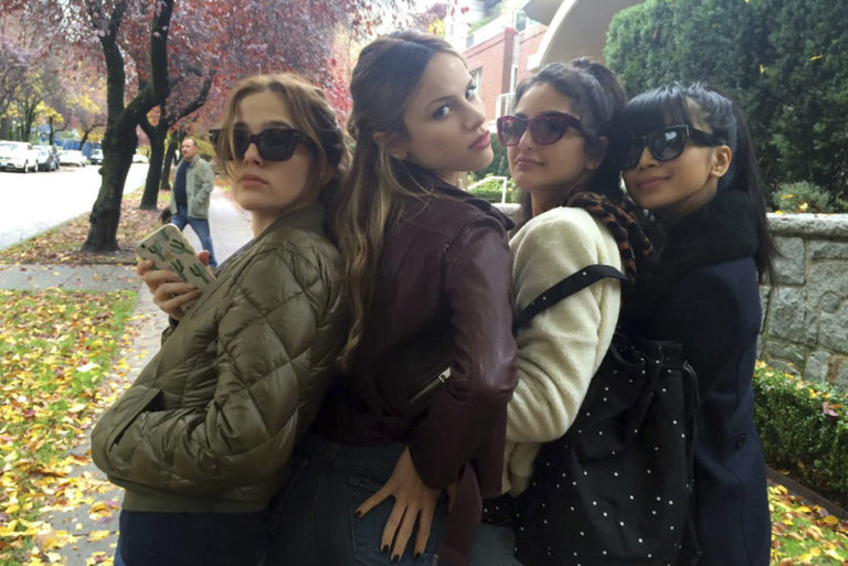 Group picture of girls in sunglasses with Zoey Deutch in Before I fall