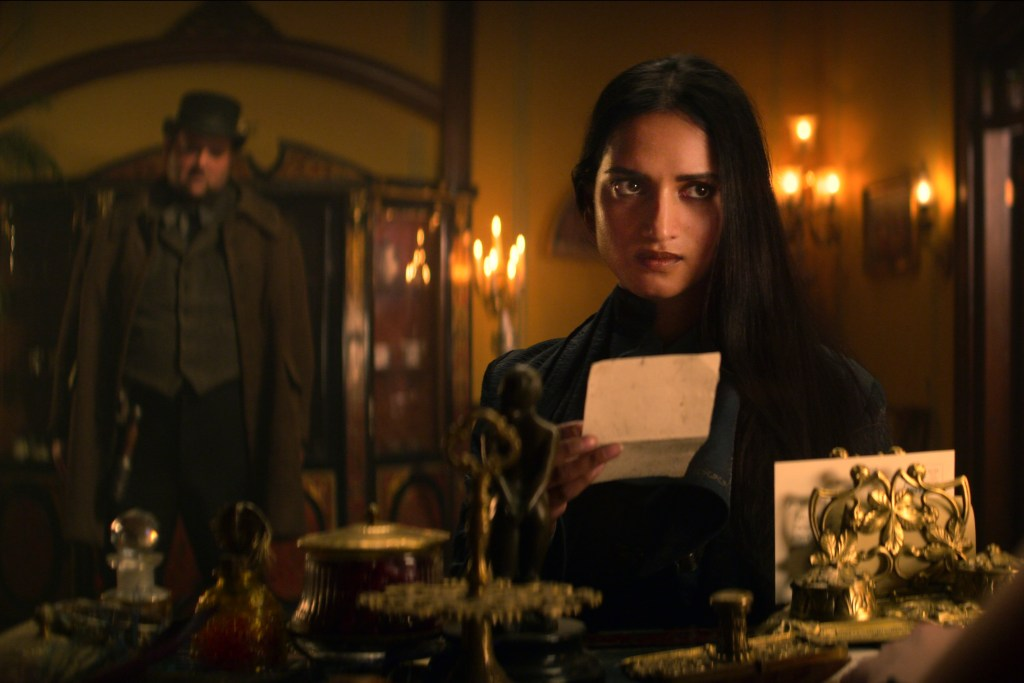 Shadow And Bone 1x01 A Searing Burst of Light: 5 Scenes You Can't Miss