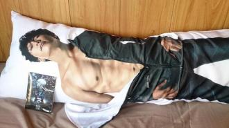 gackt-official-hug-pillow-3