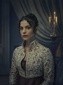 Arabella (Charlotte Riley).