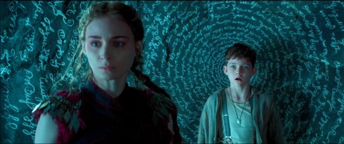 Tiger Lily (Rooney Mara) and Peter Pan (Levi Miller)