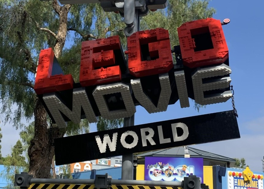 LEGO Movie World: Is Everything Awesome?