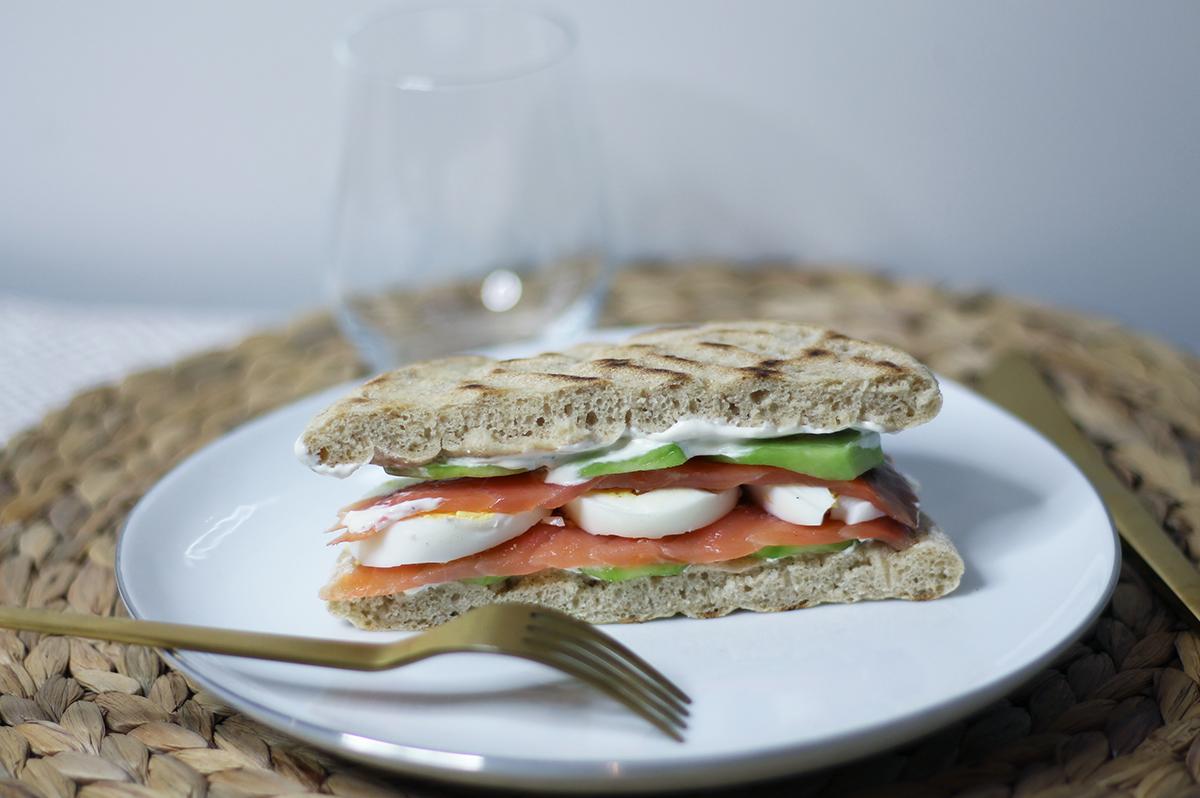 Recette du sandwich au pain polaire et saumon - fannyalbx.com