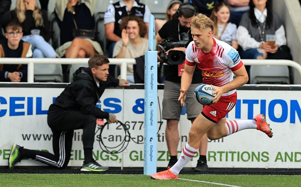Louis Lynagh of Harlequins scores his teams first try during the Gallagher Premiership Rugby match between Newcastle Falcons and Harlequins at Kingston Park on September 19, 2021 in Newcastle upon Tyne, England. - GETTY IMAGES