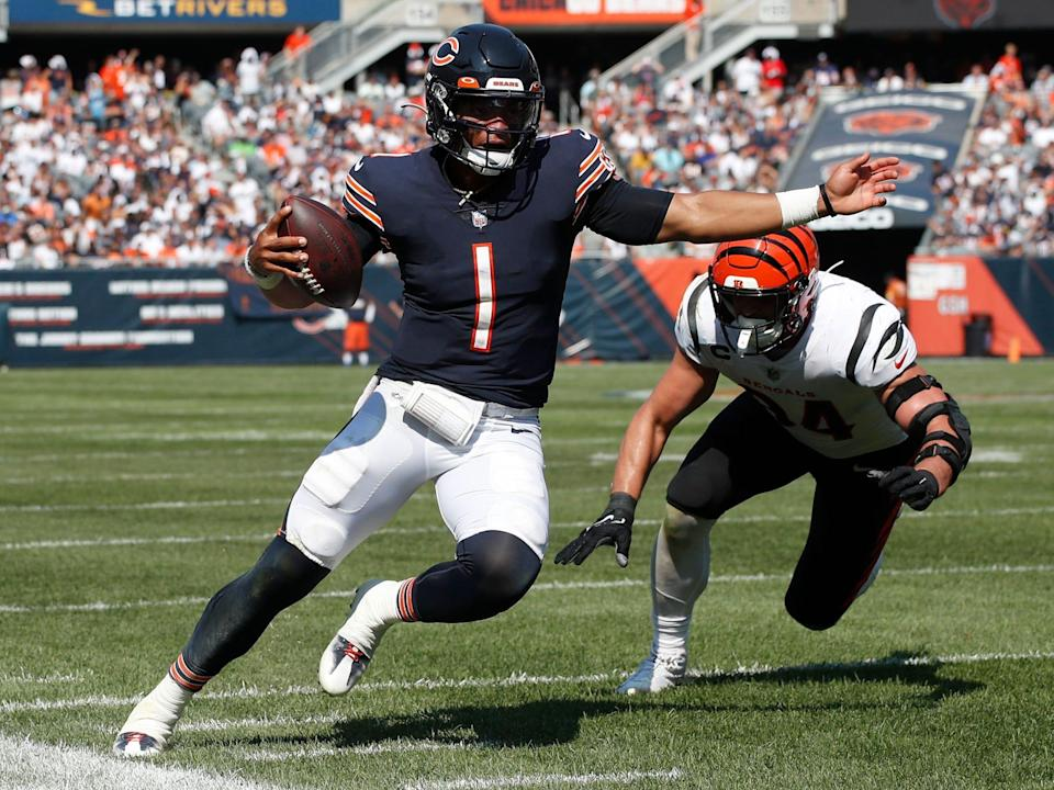 Justin Fields makes a play against the Cincinnati Bengals.