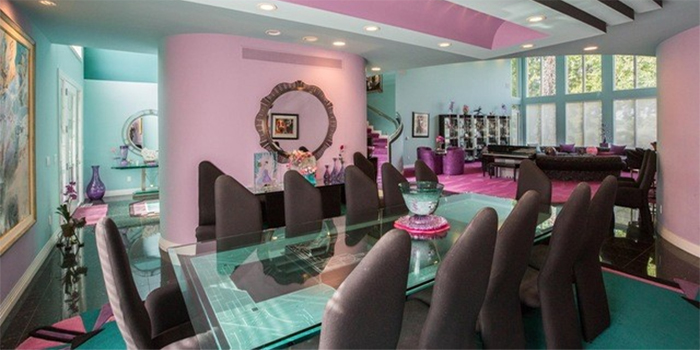 PHOTOS: Michigan mansion listing featuring 90s interior decor goes viral - Courtesy of WTMJ - TV Milwaukee