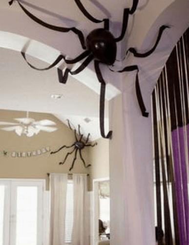 The spider house - Ghostly Handmade Halloween Wreath Ideas