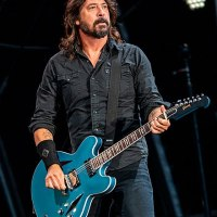 Dave Grohl does not know how to read music, and plays only by ear