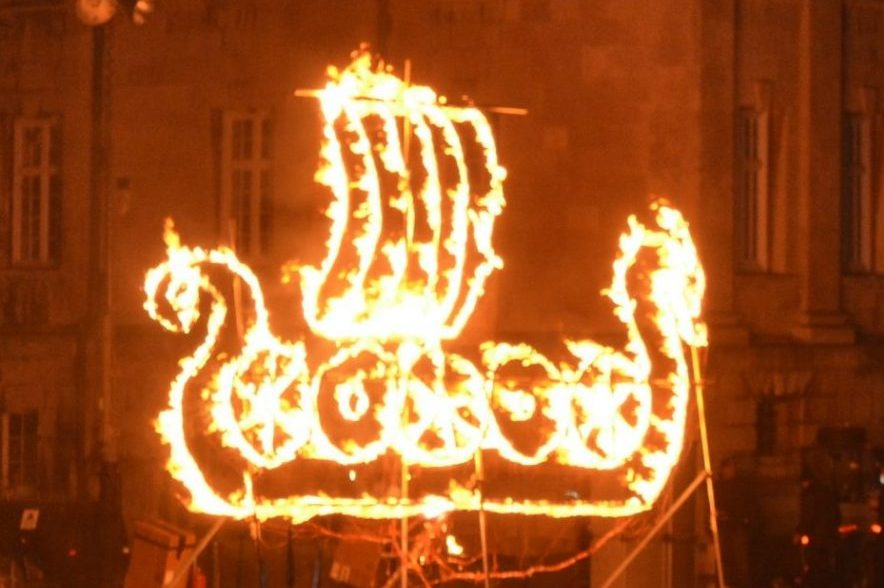 Professional fireworks displays | Fire drawings