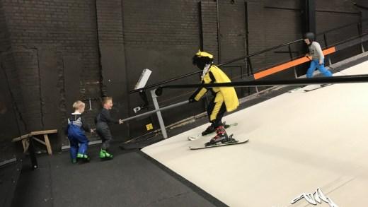 Zwarte Piet op ski's