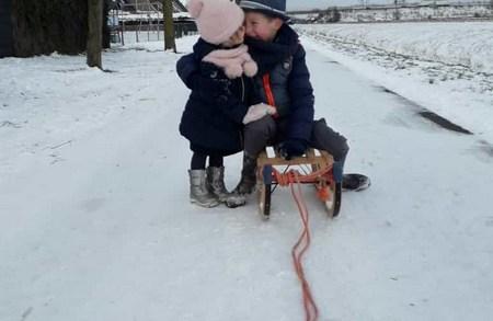 Kinderen in de sneeuw Nederland topfoto