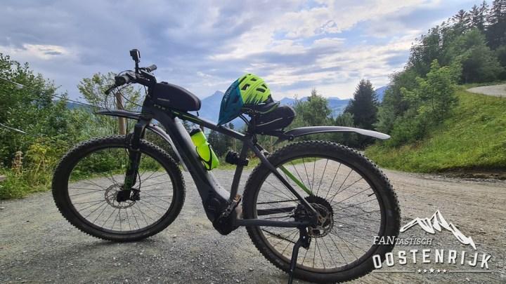 E-bike Cube FANtastisch Oostenrijk Cairn helm
