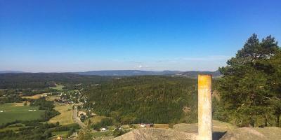 Utsikt fra sydveggen på Vardåsen mot Finnemarka - Asker - Kjekstadmarka - Oslomarka - Fantastiske marka