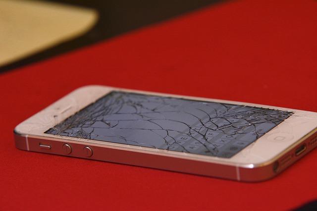 broken screen on an iphone