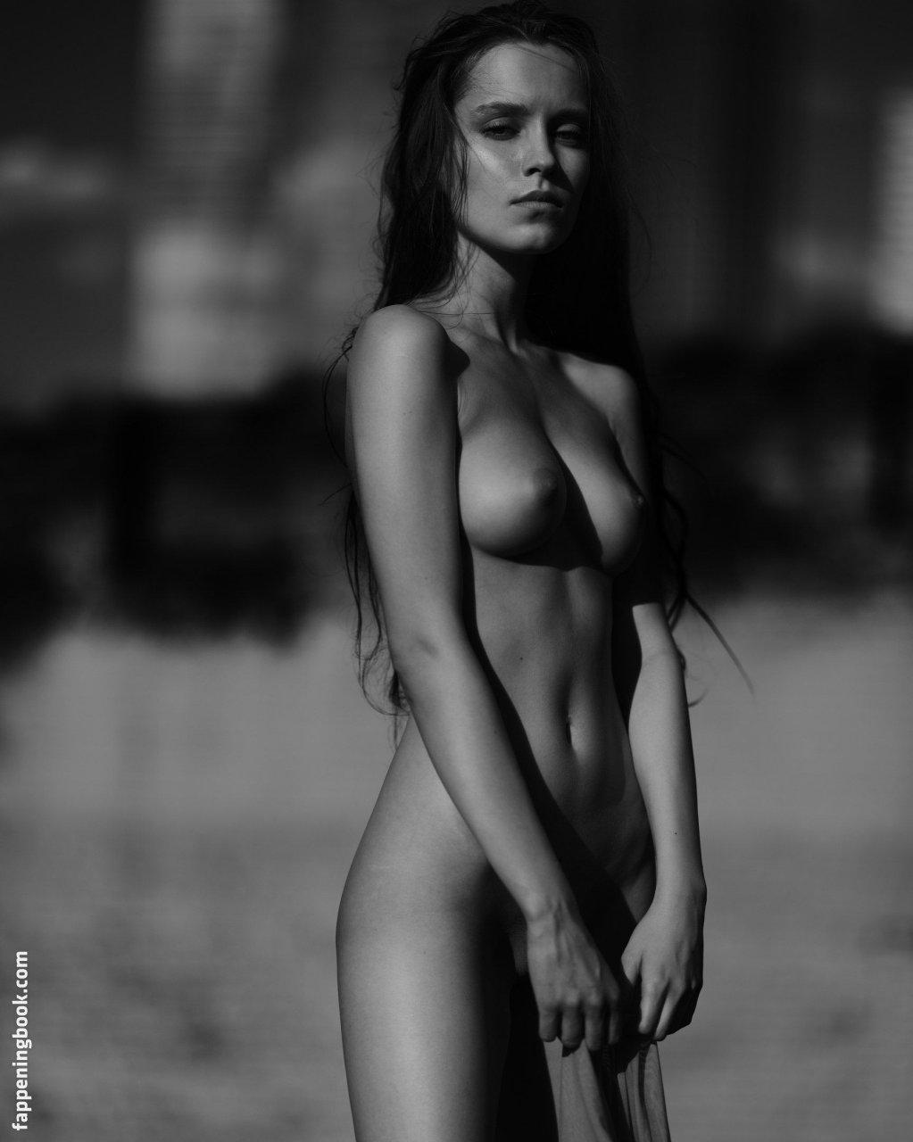 Fenix Raya Nude