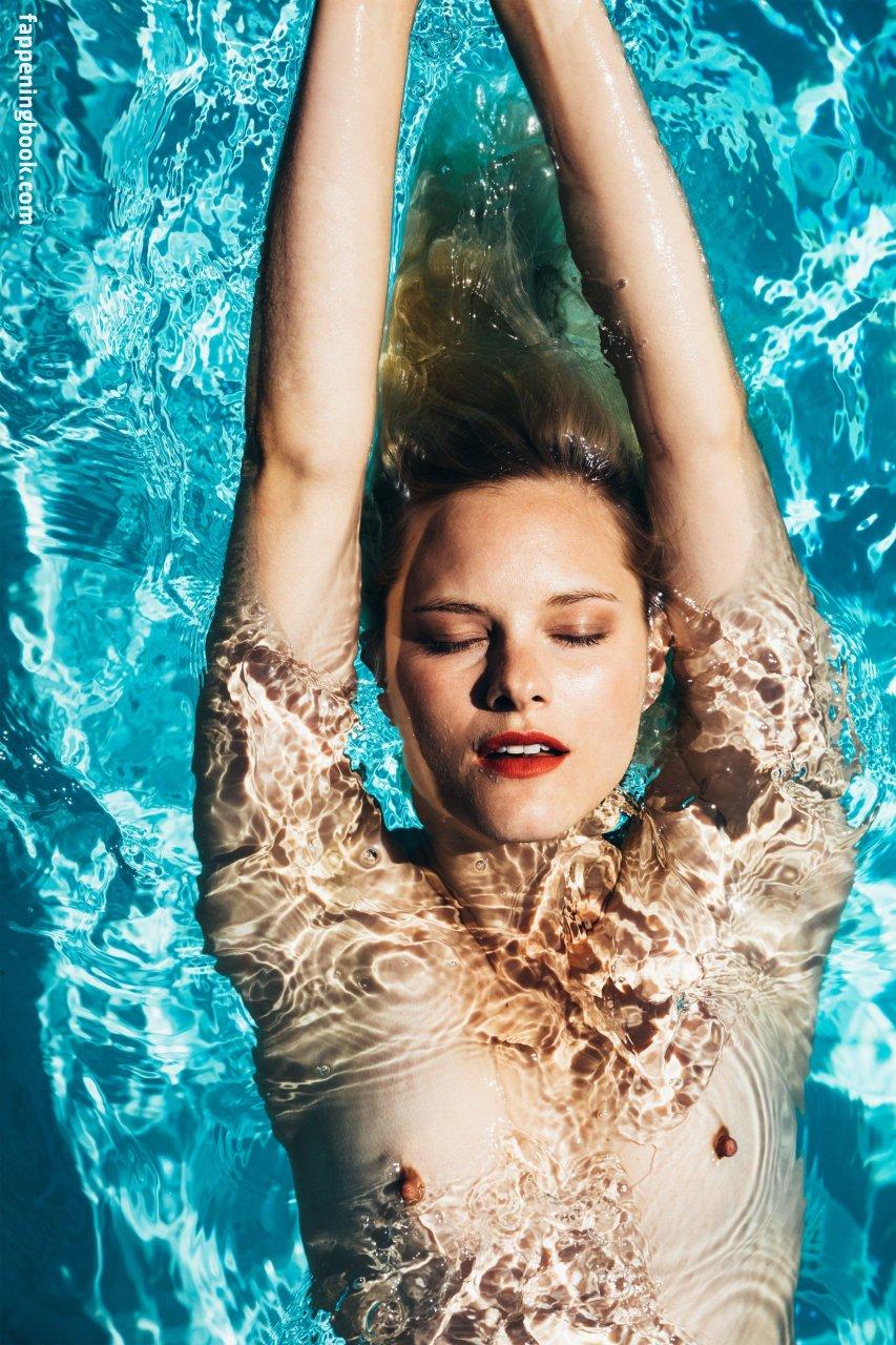 Hannah Holman Nude