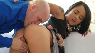 Petite Tan Starlet Holly Hendrix Fucks Her Boyfriend