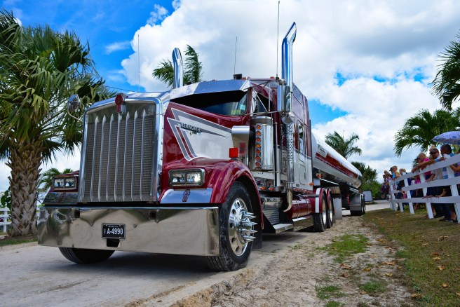 How many big rig accidents happen on the highway every day?