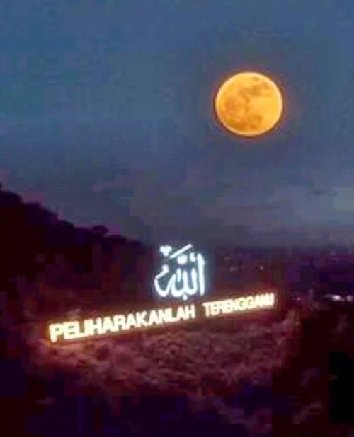 Fenomena supermoon di Terengganu