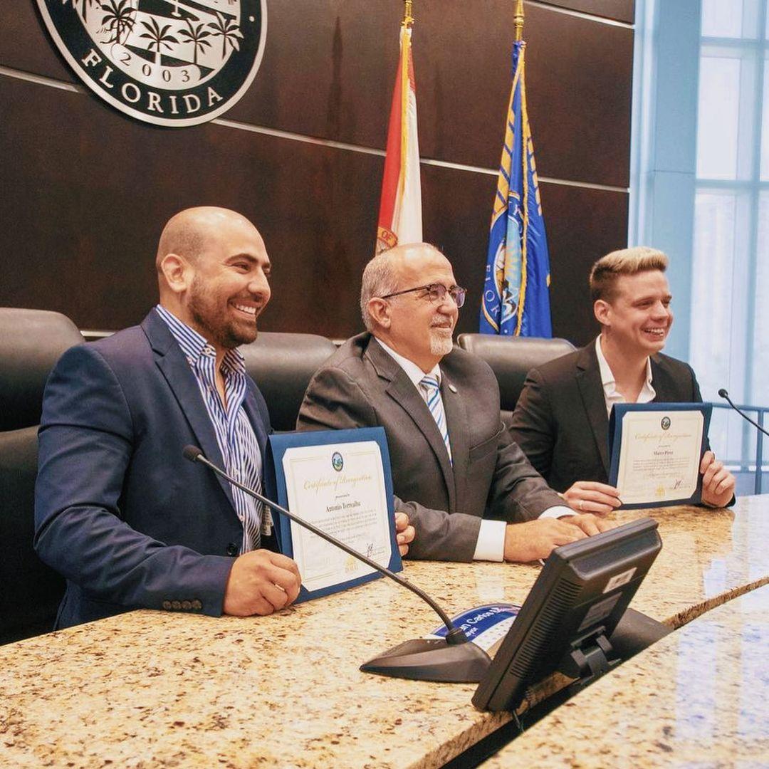 farandulavenezuela.com marko recibe reconocimiento del alcalde de ciudad doral 2