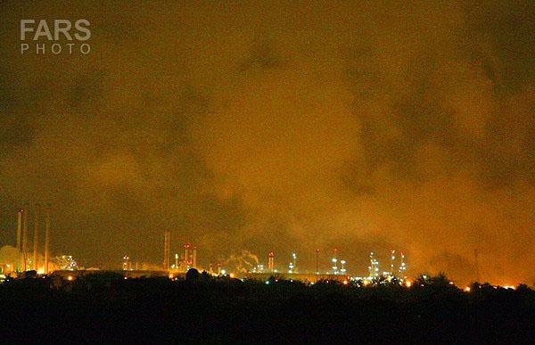 93822 728  آتش سوزی در پالایشگاه نفت تهران