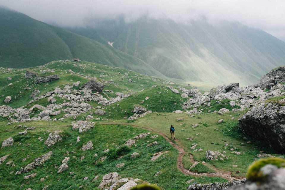 Hiking the trail to Abudeluri white lake