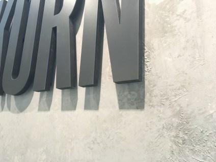 Detail Betonoptik Messebau - Drykorn - Fashion week