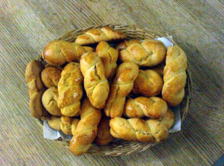 Grekiska påskkakor - koulourakia smakar vanilj och apelsinskal