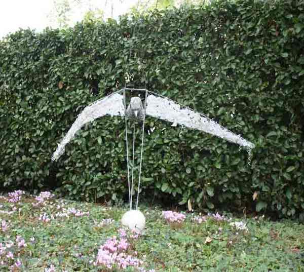 """L'aigle"" sculpture"
