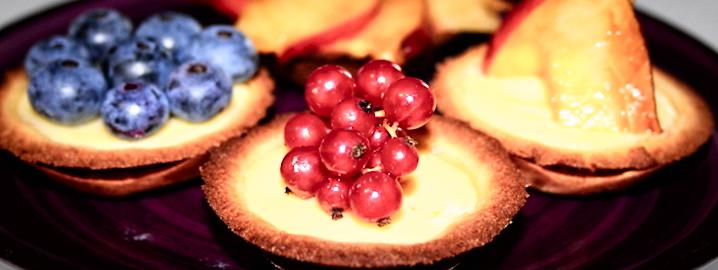 Pasticcini con frutta fresca, farinaeuova