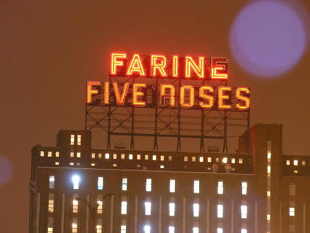 The Farine Five Roses sign (2007)