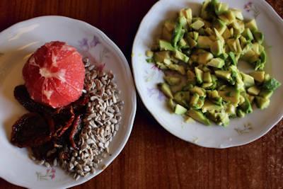 tagliolini di mais con pompelmo e gamberetti